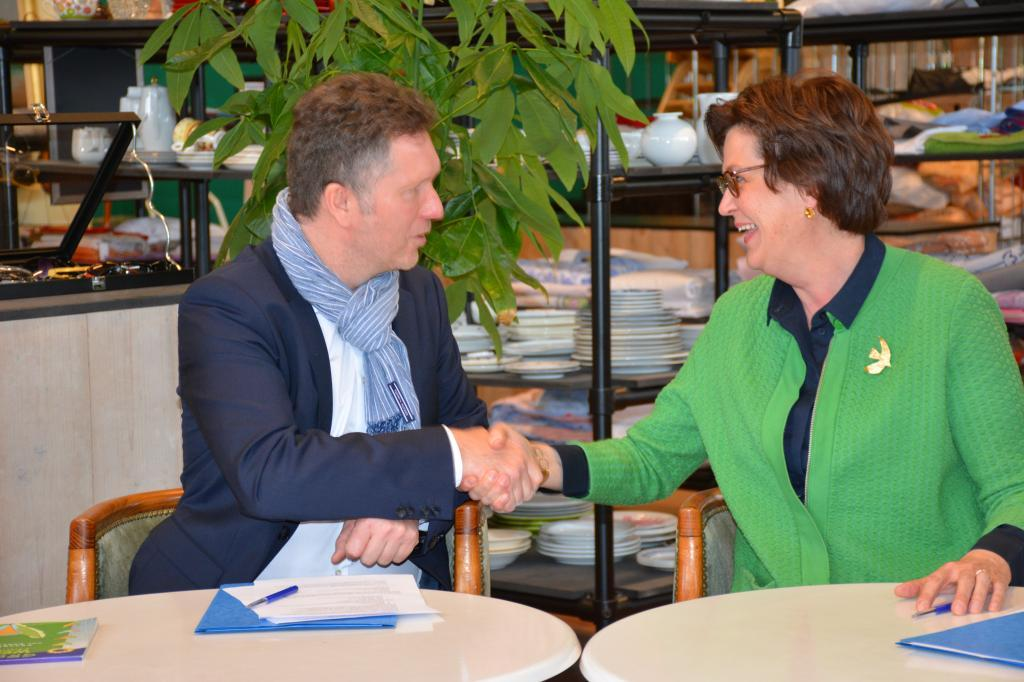 Sant'Egidio and Kringwinkel Antwerpen (Belgium) sign cooperation agreement in the presence of minister Koen Van Den Heuvel
